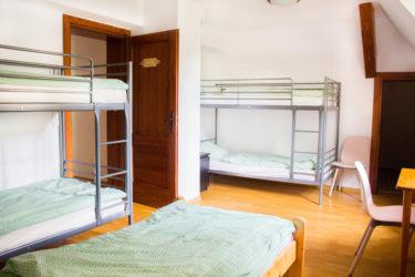 Pokój wieloosobowy w Ośrodku Górskim Kordon, łóżka piętrowe